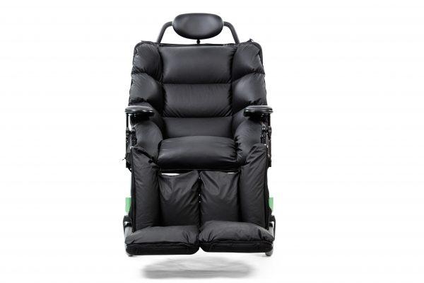 Swing kørestol til patienter med fx Huntingtons sygdom. Med nakkepude og flexarme.